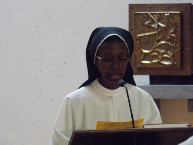 Lecture d'une intention de la prière universelle par Sr Marie Daphorse
