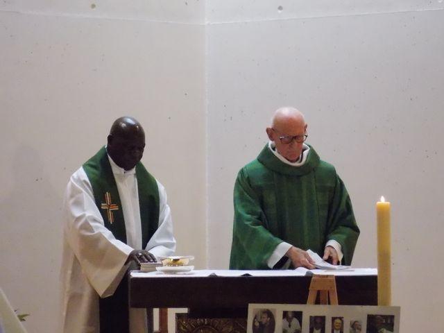 Les célébrants: le Père Hovelaque et l'évéque émérite de Goma (R.D.Congo),Monseigneur Ngabu.