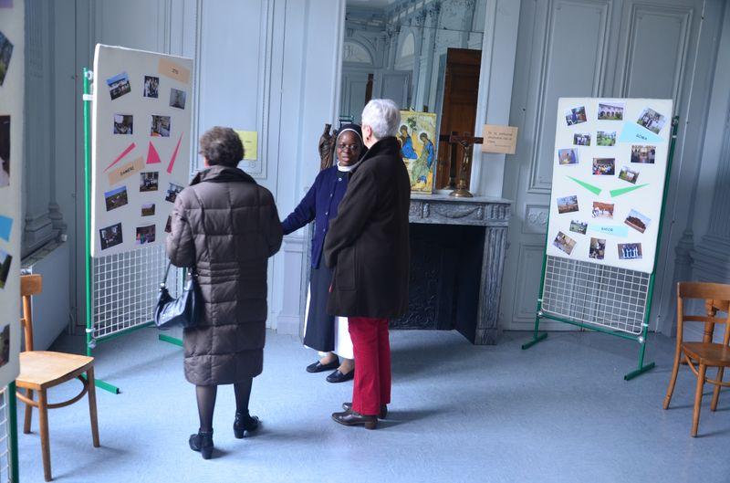 Une exposition complétait la présentation de notre vie et de nos communautés