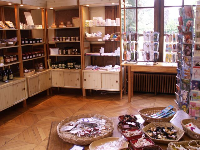 Une variété de produits monastiques et divers vous attend.