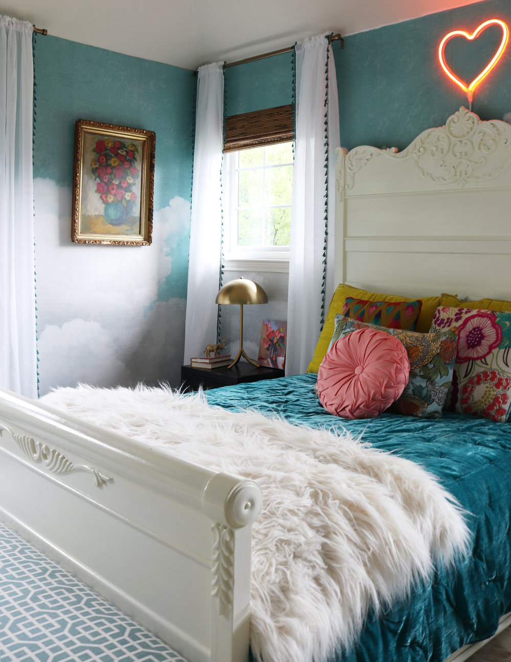 Tween bedroom with cloud wall mural.jpg