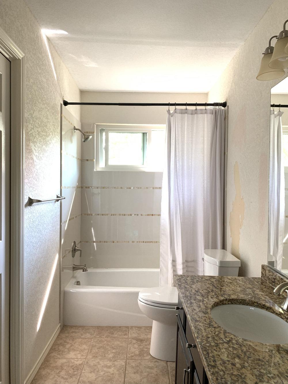 bathroom before 1.jpg