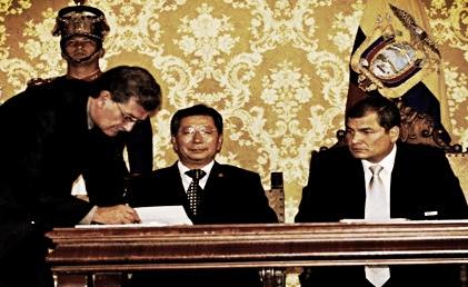 Firma del contrato en el Palacio de Carondelet. Foto: El Telégrafo.