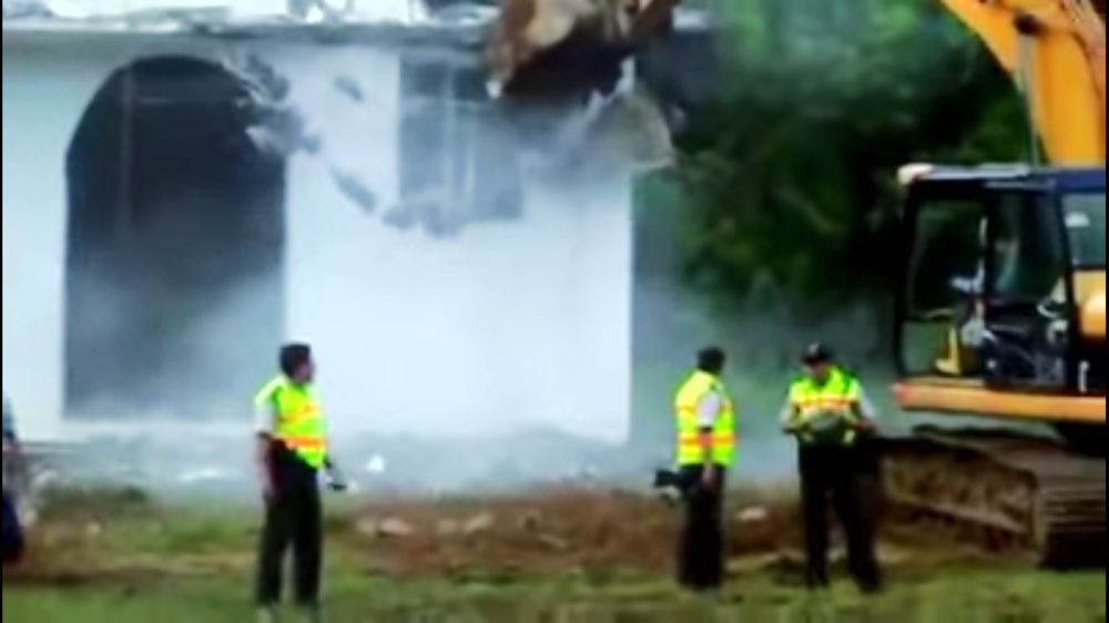 Maquinaria destruye iglesia y la escuela de San Marcos.
