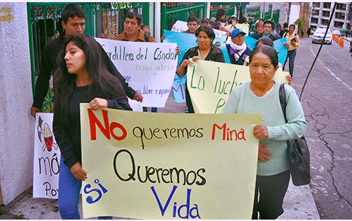 Comuneros de Tundayme llegan a Quito a presentar medidas cautelares que eviten futuros desalojos.