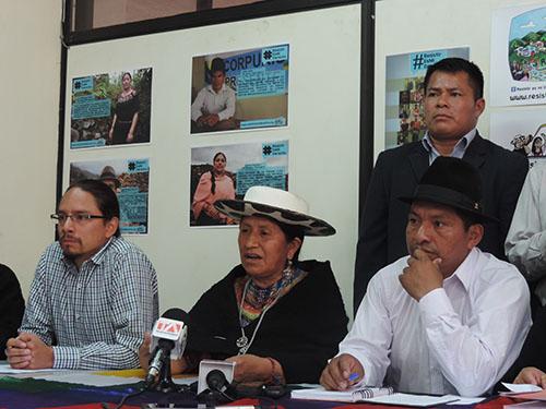 Wilson Ordoñez, abogado de la CONAIE, Carmen Lozano , de la ecuarrunari y Jorge Herrera, presidente dela CONAIE