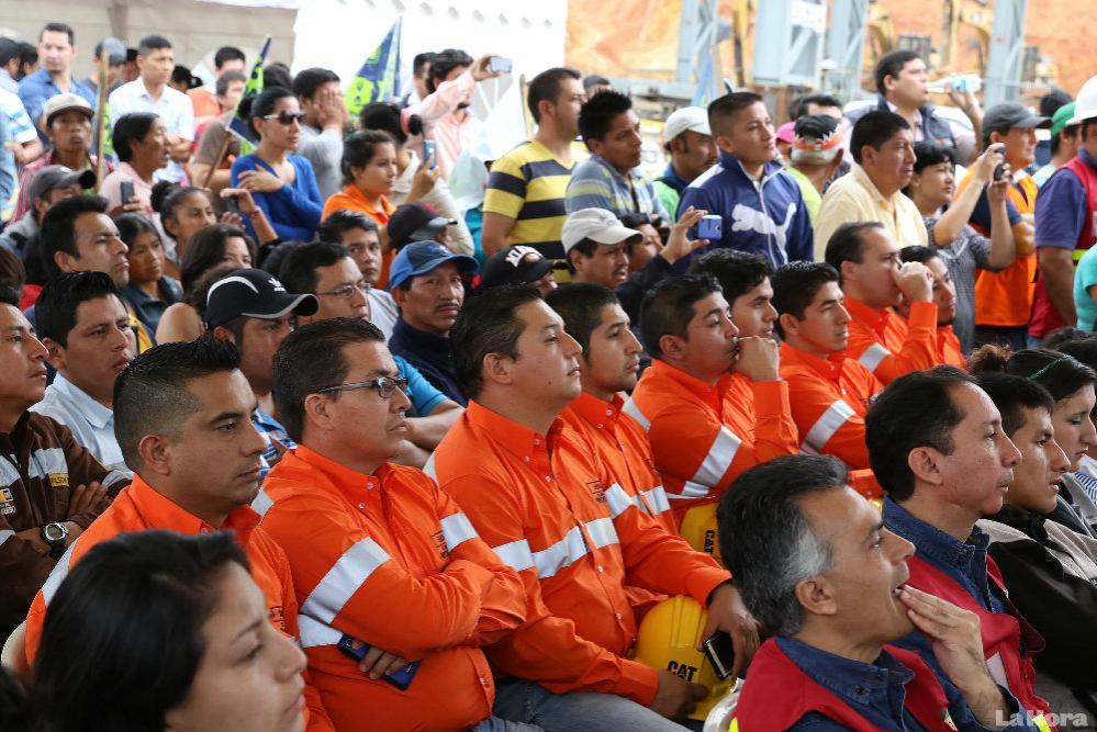 Minería. Los trabajadores del proyecto mirador oyen el discurso del presidente,Rafael Correa