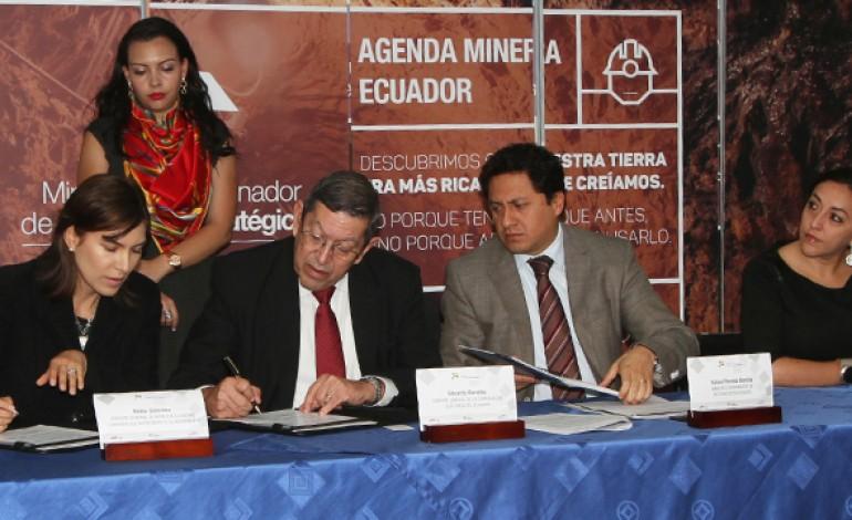La corporación eléctrica del Ecuador y la empresa minera Ecuacorriente (ECSA) en la firma del acuerdo de inversión de 50 millones de dolares para la generación del proyecto minero mirador, ubicado en el cantón el Pangui, Provincia de Zamora Chinchipe