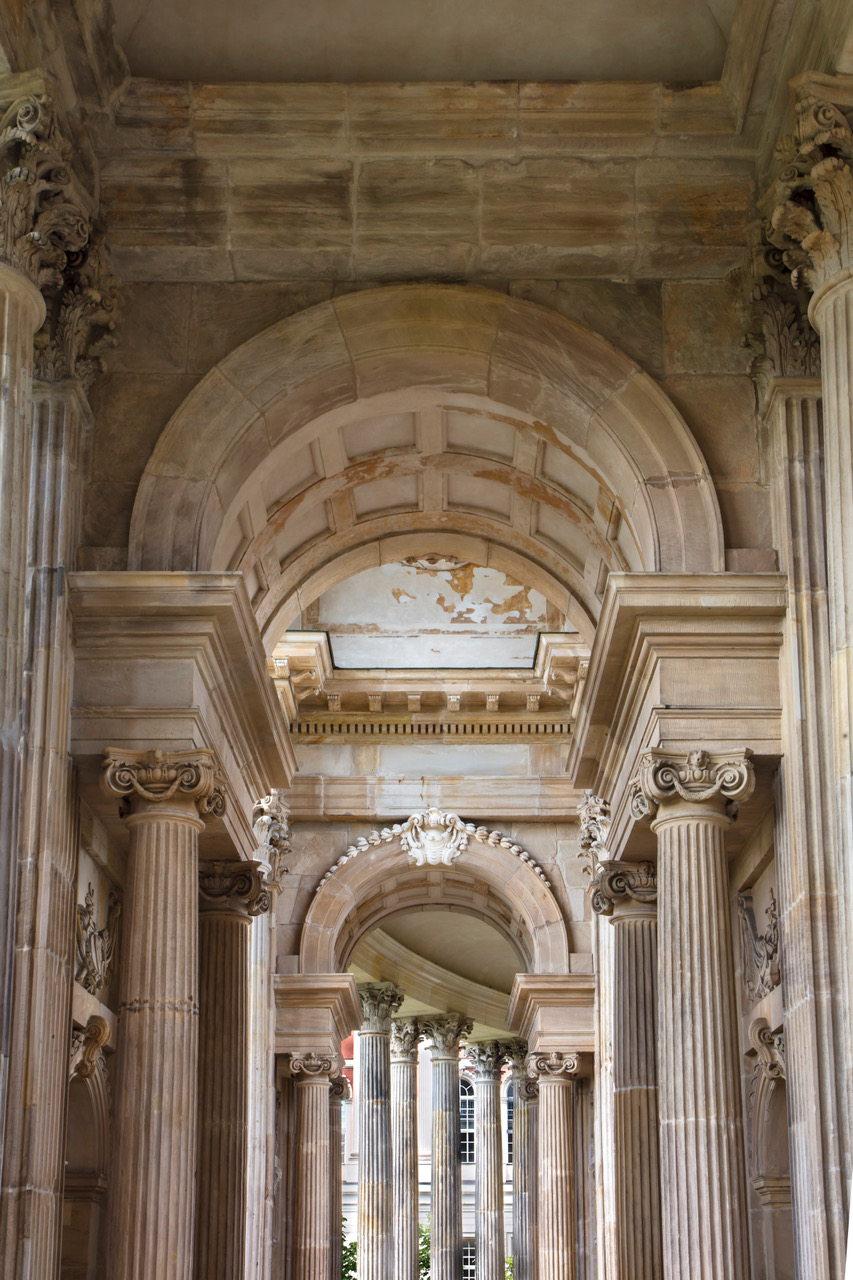 Colonnades of the Communs 5858.jpeg