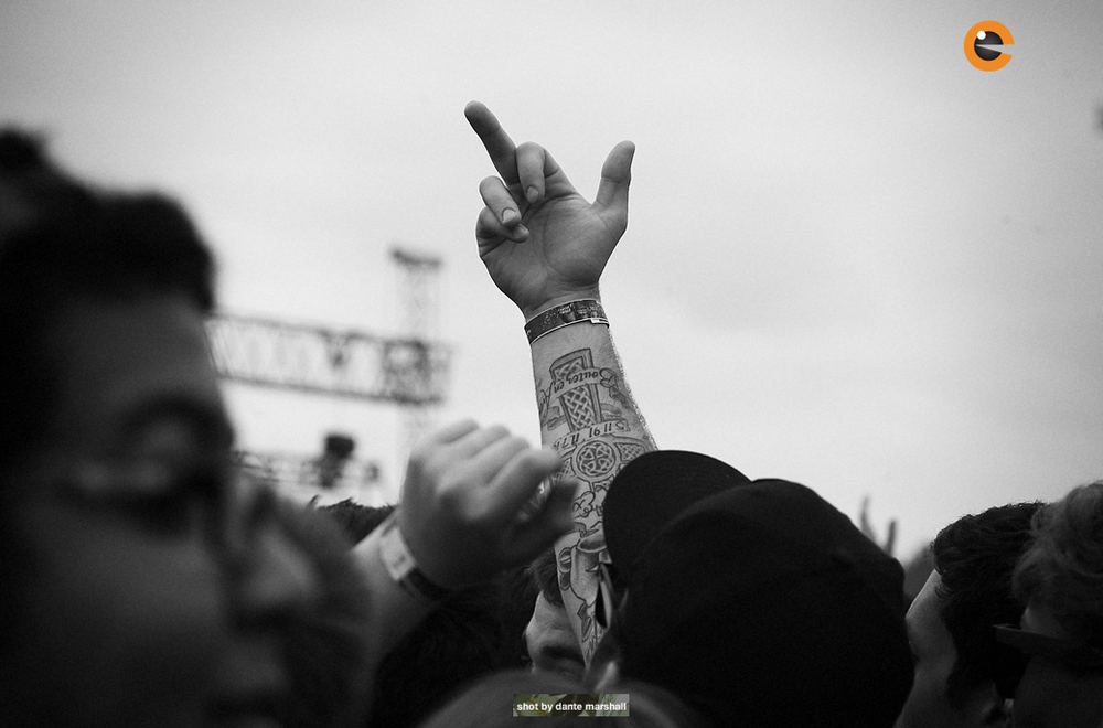 Soundset 2014 Middle Finger in the air.png