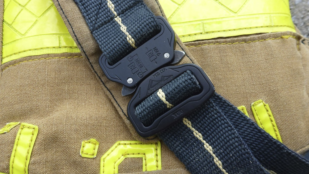 Cobra buckle with 1 1-2%22 Kevlar webbing..jpg