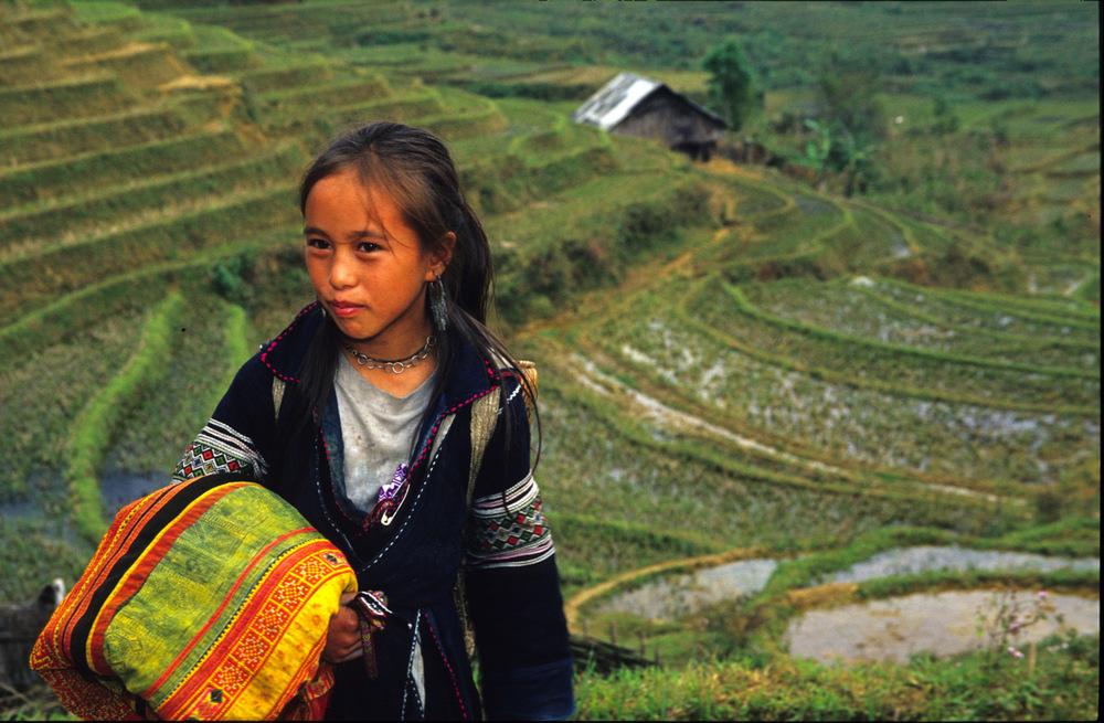 selling textiles,  Vietnam