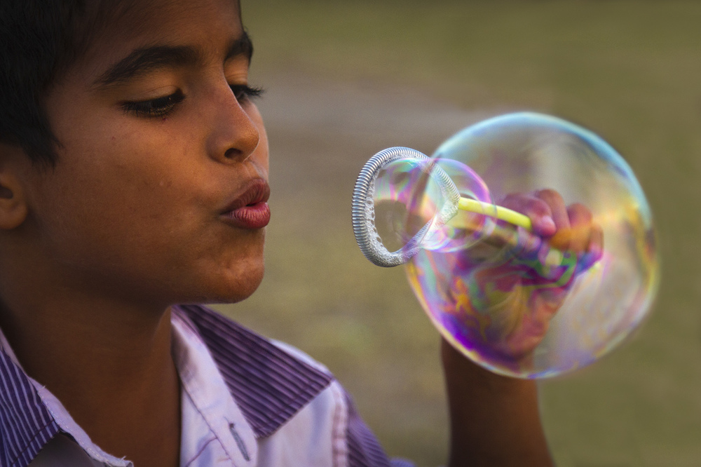 Blowing bubbles, Colombia
