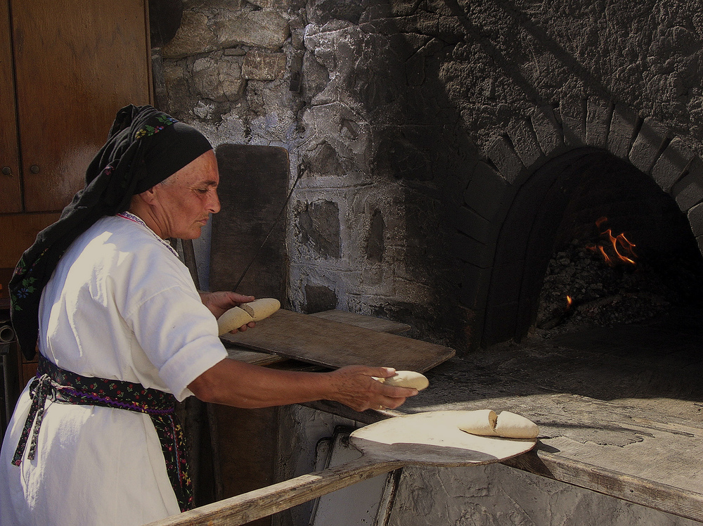 Baking bread, Rhodes