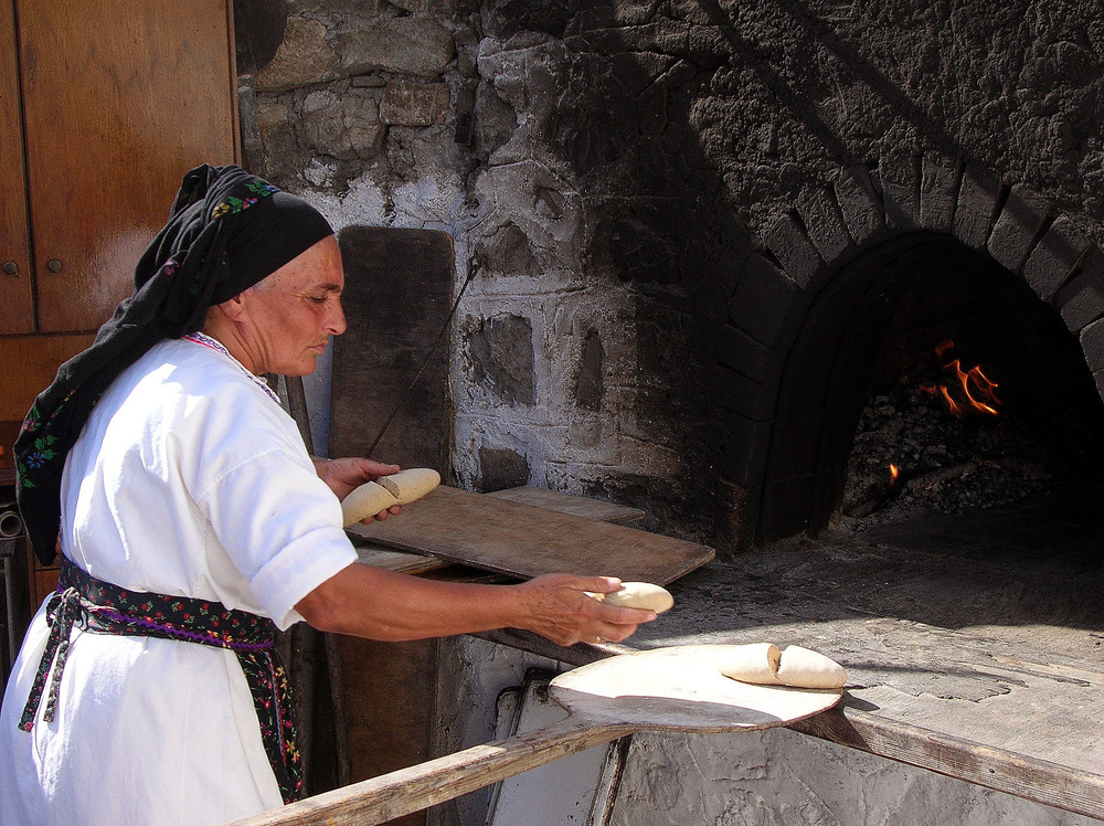 Baking bread, Olympos