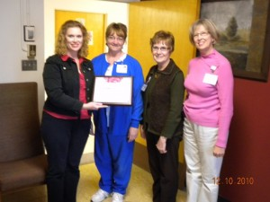 Dee presenting award for Sioux area lactation room