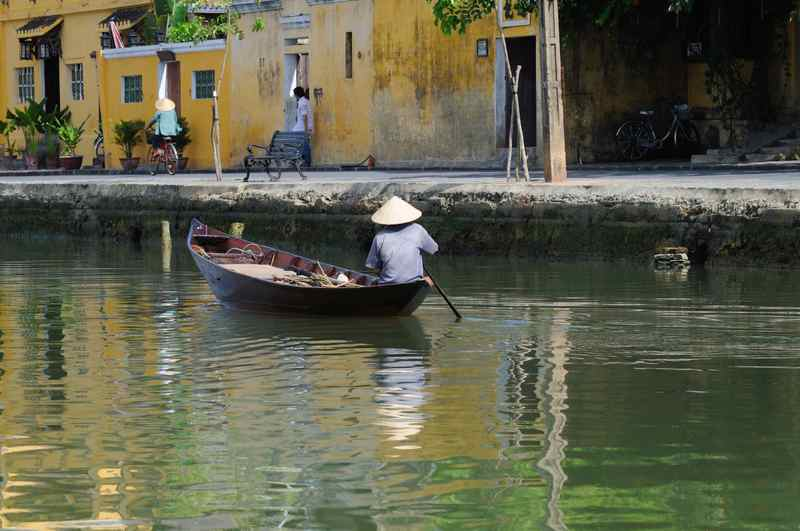 Old Vietnamese boatman in Hoi An