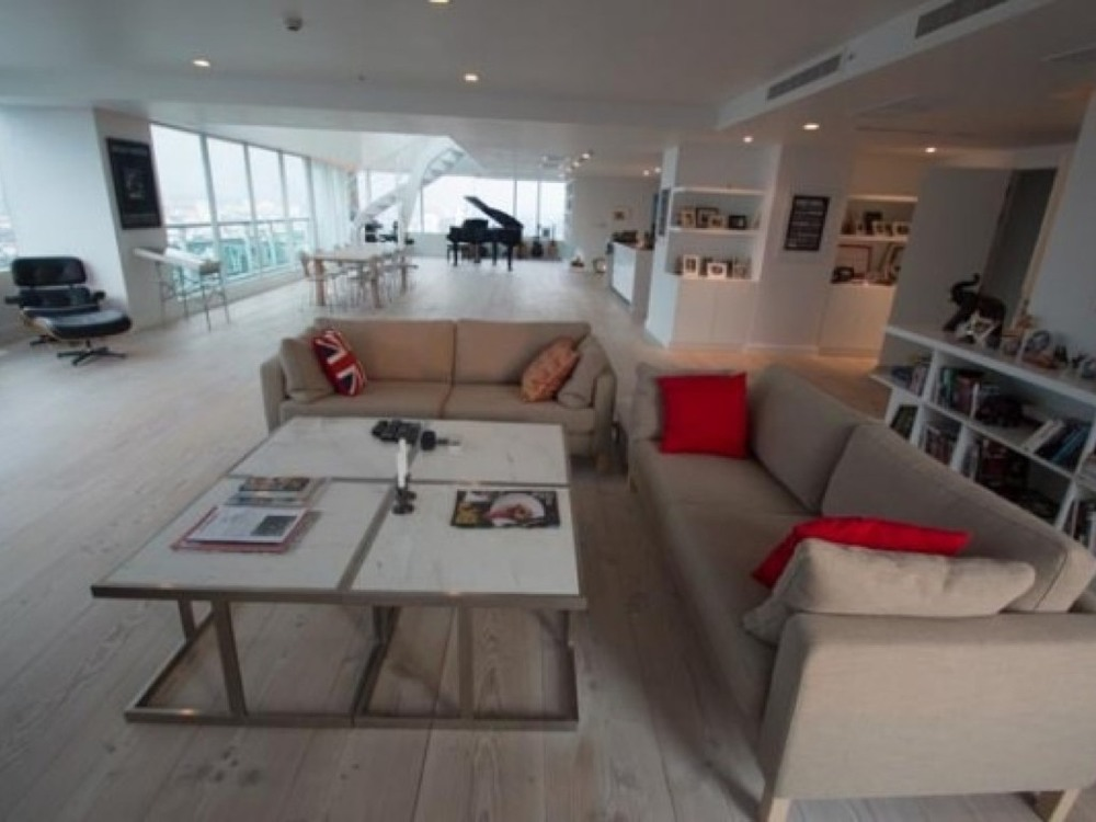 Bangkok, 2 bedroom 570 sqm with private pool, located in the heart of central business district