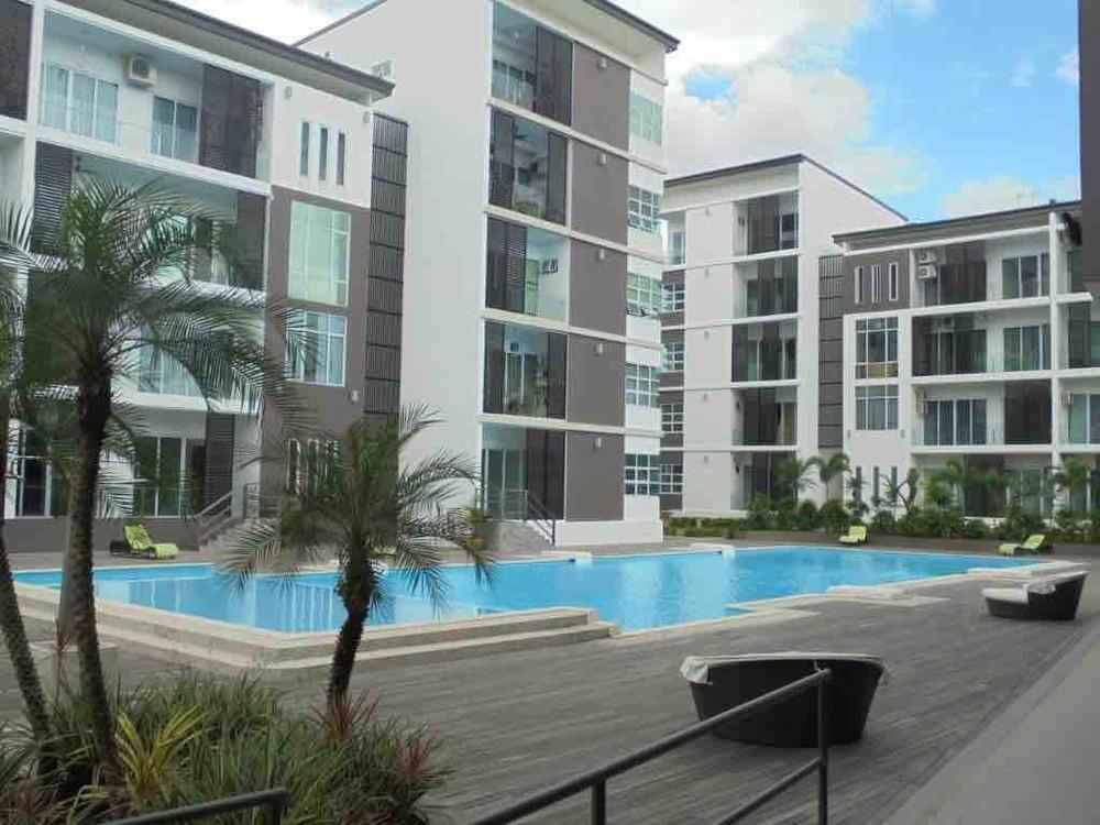 Tropic condo pool