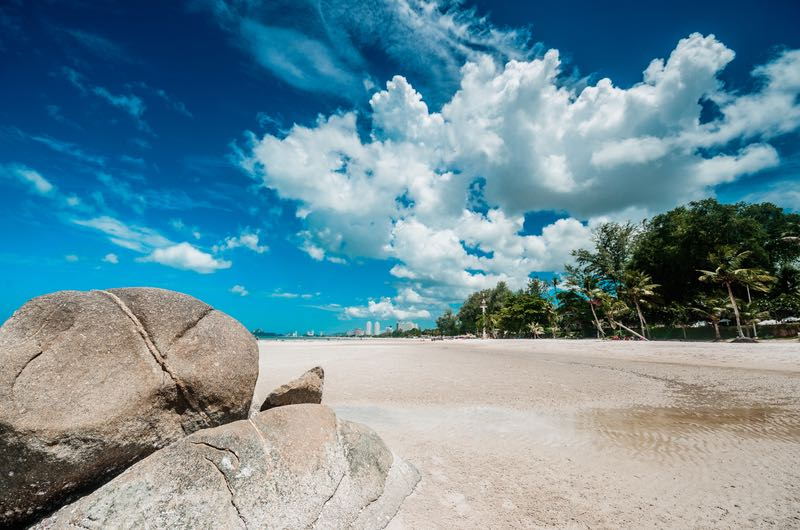 ©     Hinnamsaisuy   |   Dreamstime.com   -   Hua Hin Beach Thailand Photo