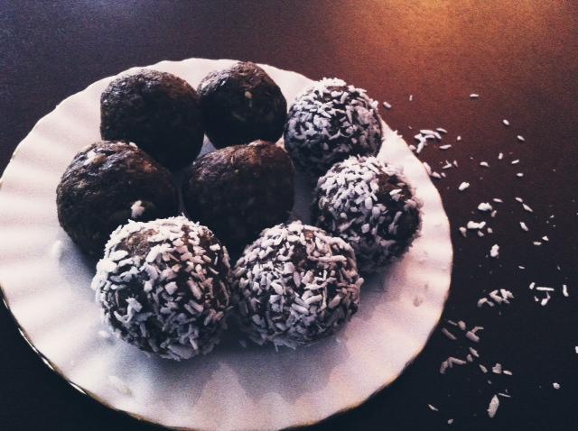 Pumpkin coconut blissballs 2.JPG