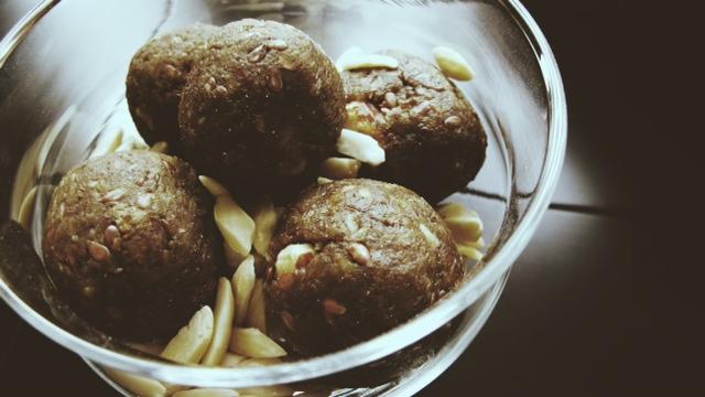 Blissballs protein flax 2.JPG