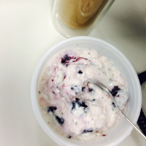 Vanilla O% Oikos Greek yogurt with mixed raspberries & blackberries