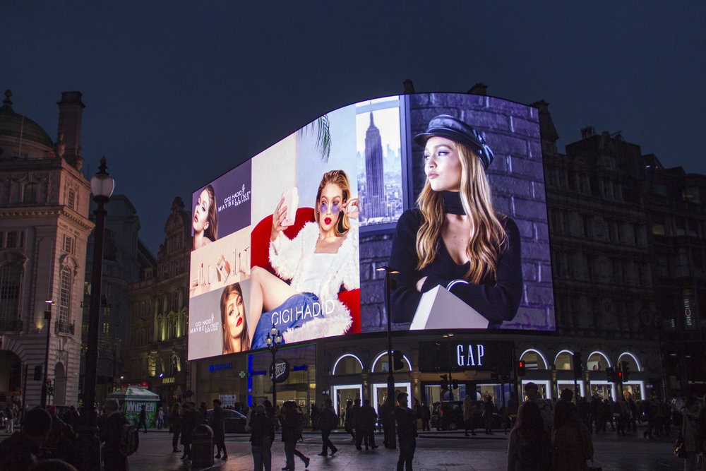 Gigi, Piccadilly Lights, Nov '17 7.JPG