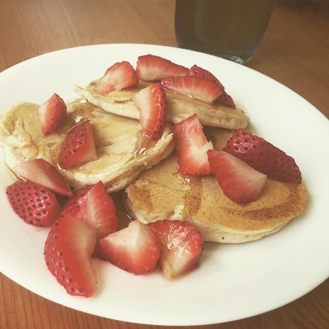 Cinnamon banana pancakes with strawberries on top! Thanks Chef @ian.dinosaur 😋😋😋