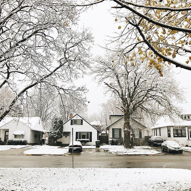 Woke up to this! I wasn't mentally prepared for it but it's still beautiful 🌨❄️ #itsnoteventhanksgivingyet . . . . . . . . . #kindredmemories #childhoodunplugged #simplepleasures #livesimply #themagicofchildhood #simplelife #littlestoriesofmylife #thatsdarling #treasuringlittlememories #lovethelittlethings #thepursuitofjoy #thingsiwanttoremember