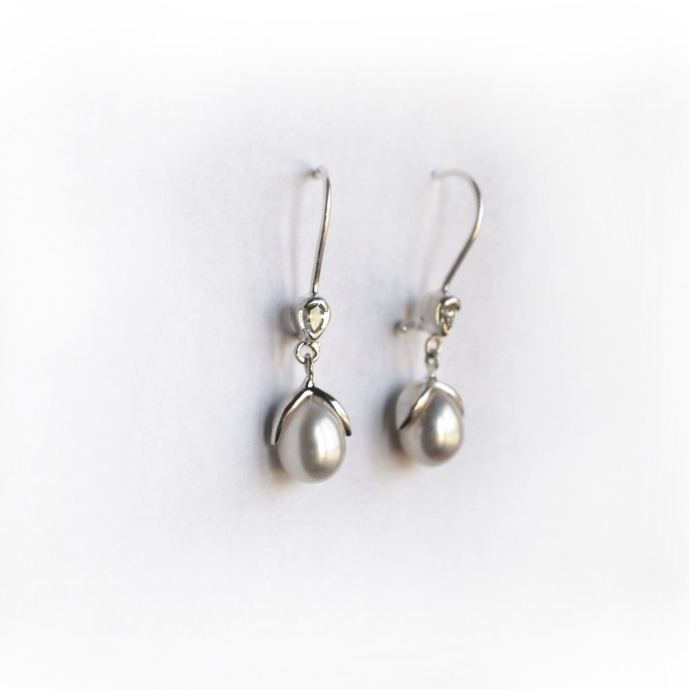 Earrings_pearl_leaf_brandon_custom_white.jpg