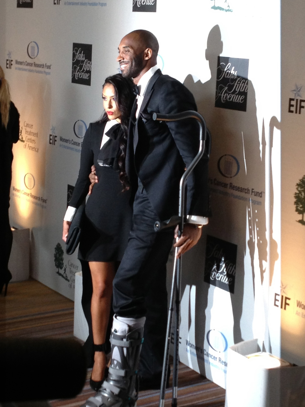 """Los Angeles Lakers guard Kobe Bryant, right, and his wife Vanessa Bryant arrive at """"An Unforgettable Evening"""" benefiting EIF's Women's Cancer Research Fund at The Beverly Wilshire on Thursday, May 2, 2013, in Beverly Hills, Calif."""