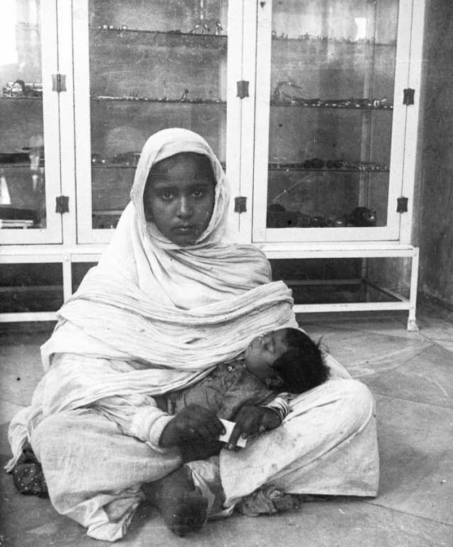 Sikh lady with her child, Amritsar, 1911