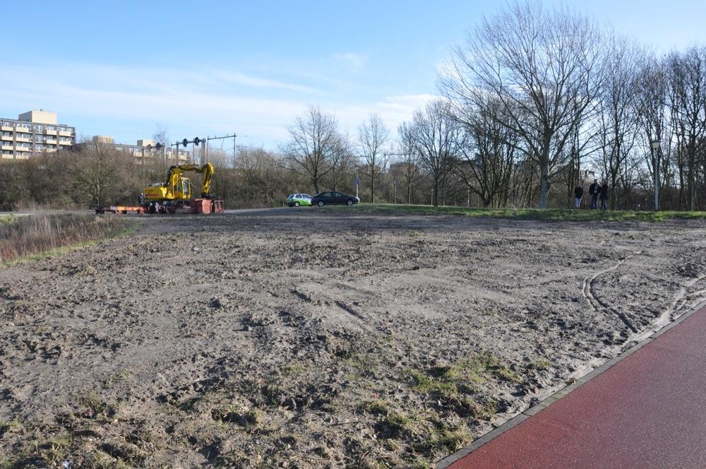 Braakliggende locatie aan de Brugweg met 'dode' bodem