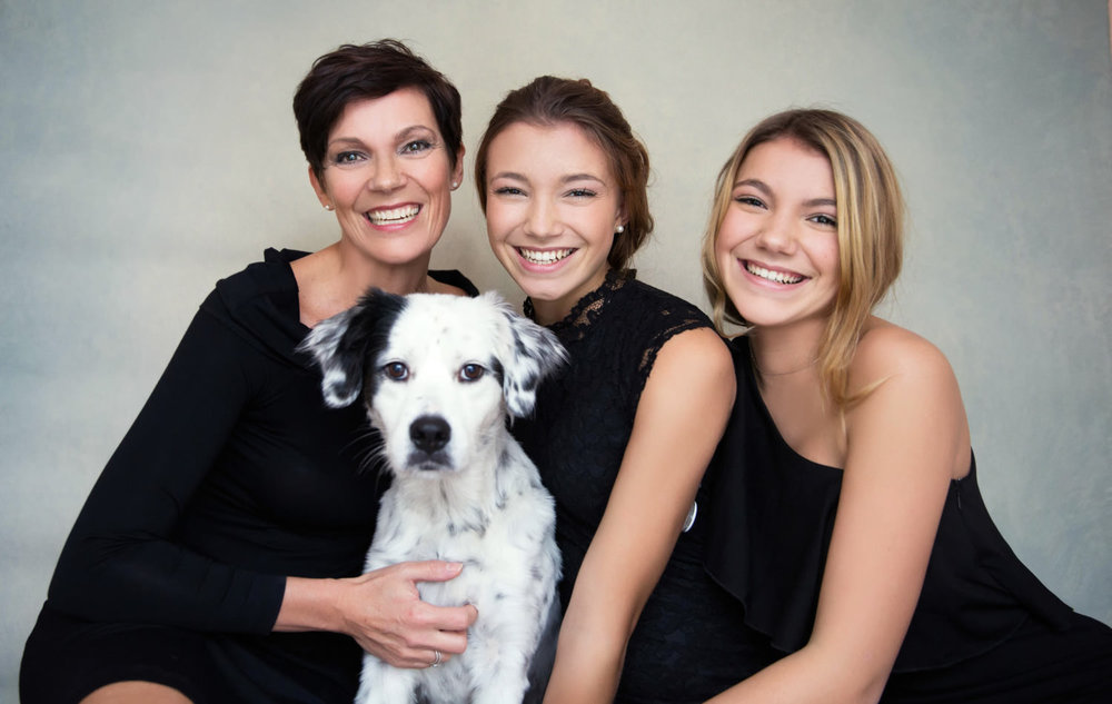 Mother-daughter-shoot-cute-dog-pose