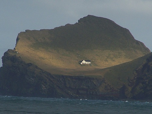 crashinglybeautiful :      nihilnoetia :      house on an island