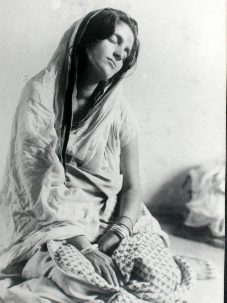 theworldpulse :      oceanofmind :     Ma in Samadhi     there is no higher Beauty Jai Ma!    Sri Ananandamayi Ma is so beautiful.