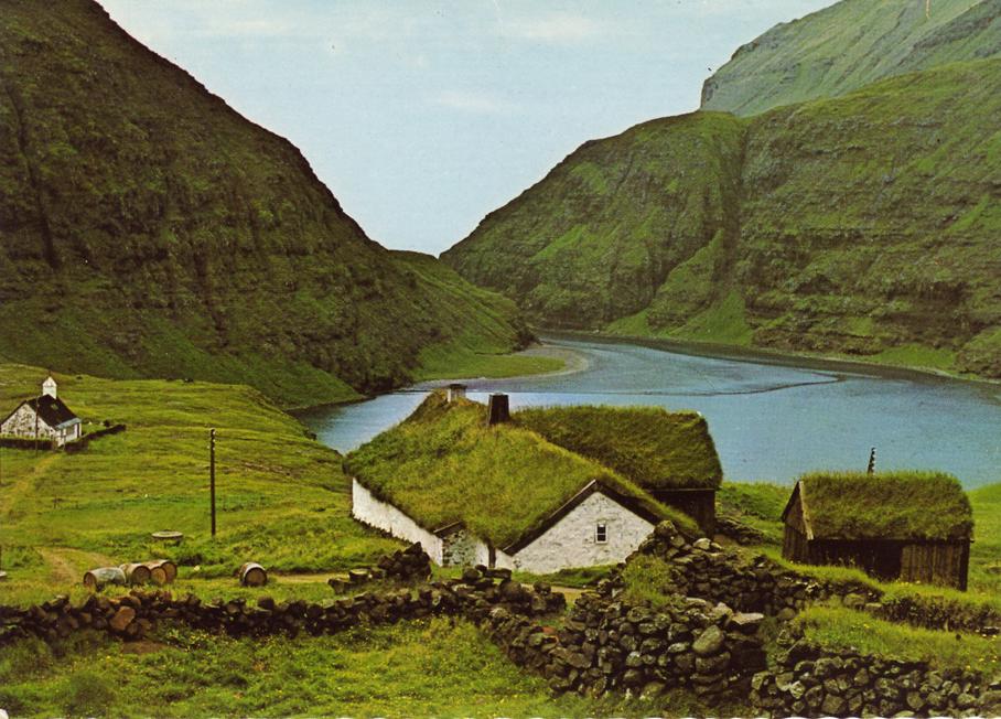 oh my… dreamboatcourtney: mystic-lady: autumnwindprod: vindsval: Færøyene.