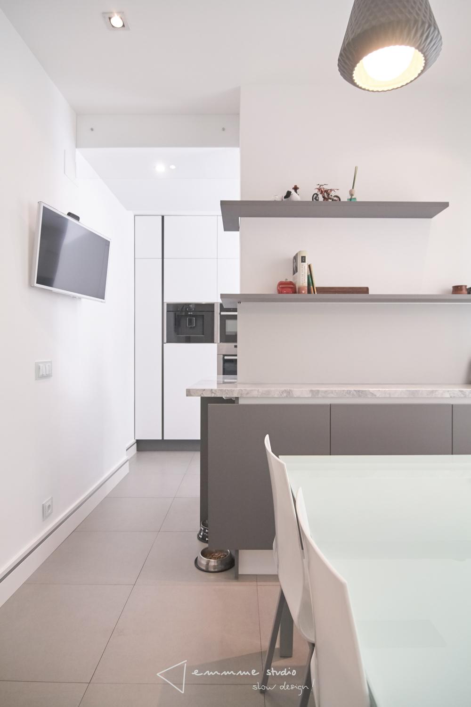emmme studio_la cocina de Fernando y Laura_cocina desde office.jpg