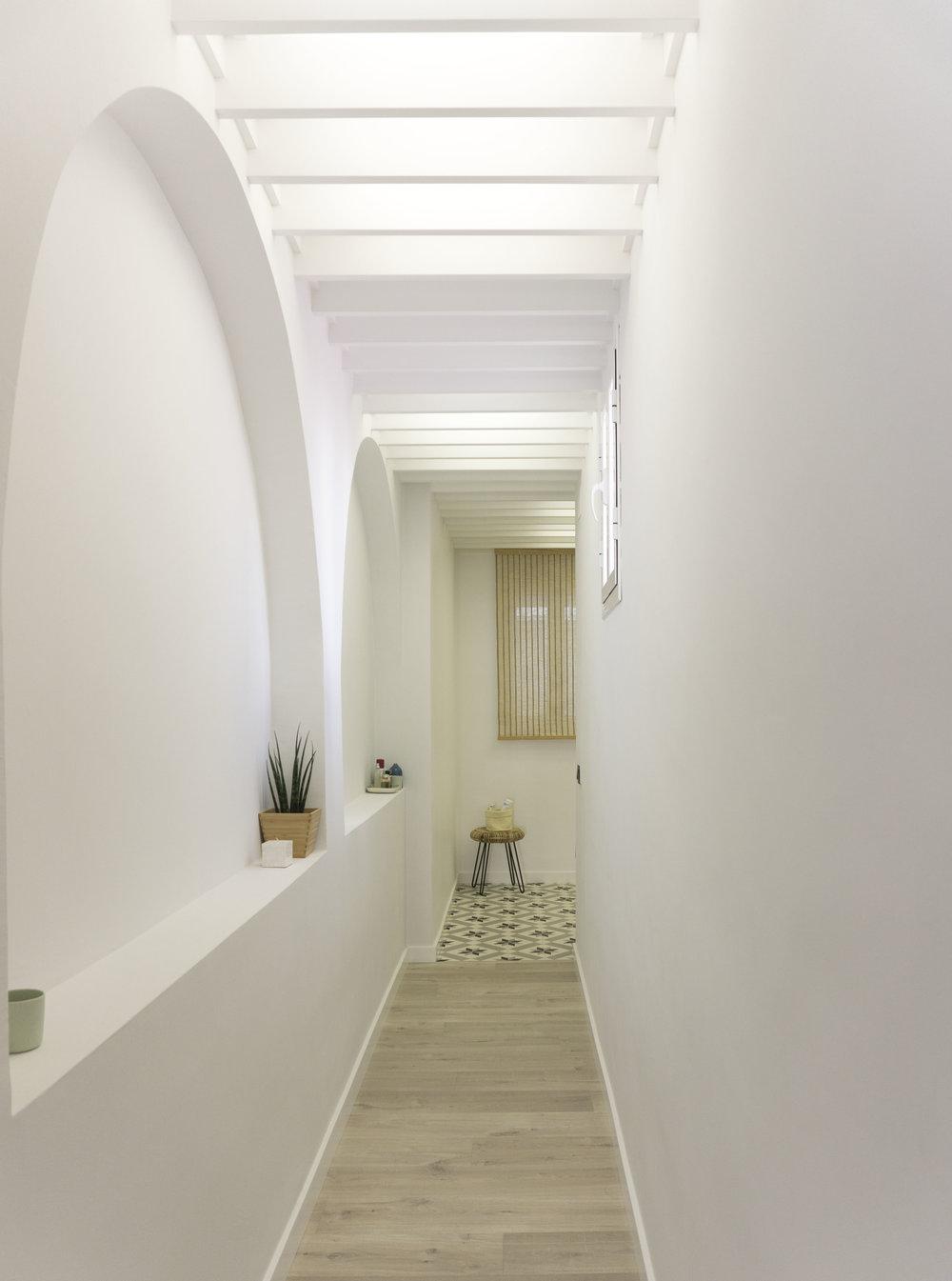 emmme studio AD pasillo tokonoma el hogar de Laura y Pedro.jpg