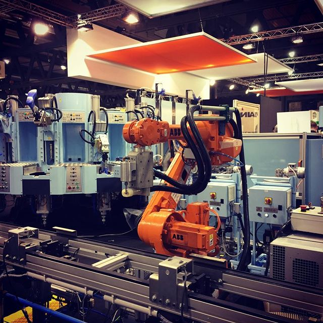 Industry 4.0 Robotic Workstation #automationworld @abbgroup #simacmilano