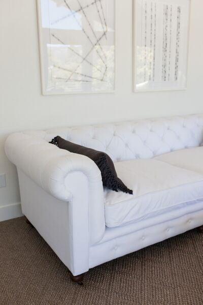 SV white sofa 011.jpg
