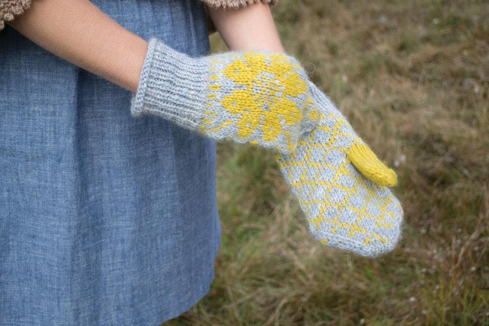 Maine Knits Pattern Spotlight Sunflower Mittens Thread Ladle