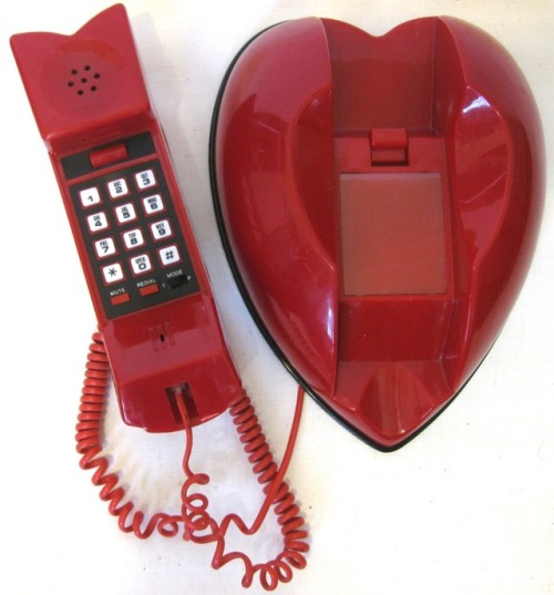 bodegathirteen_mondaymood_images_red_phone