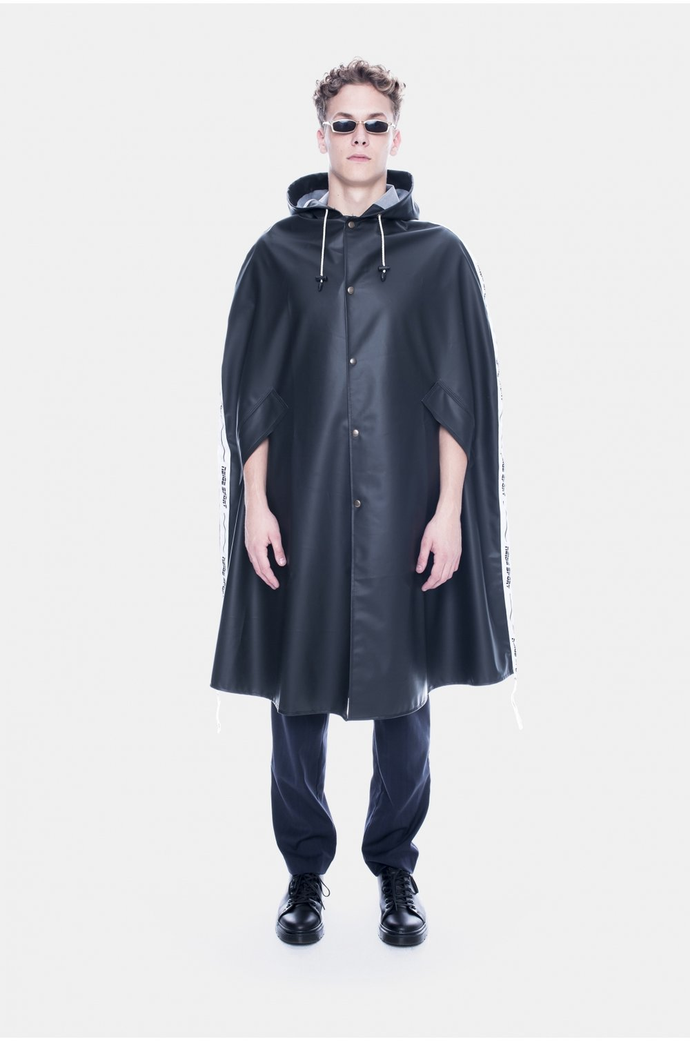 bodegathirteen_neige_cape_black