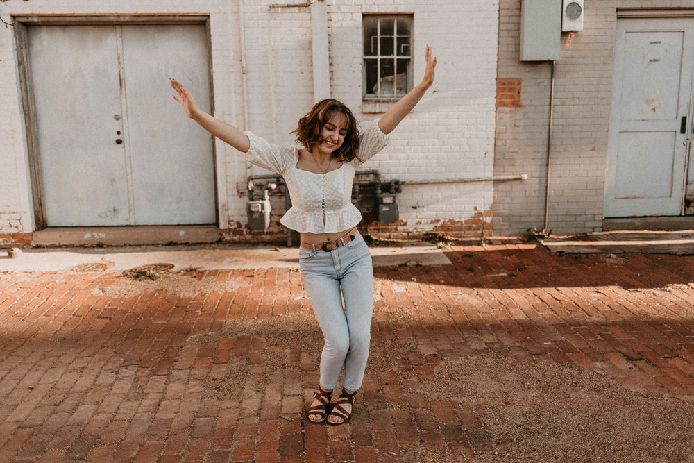Senior Photos in Lubbock TX | Girl Senior Photo Ideas | Kailee Ann Photography Lubbock Portrait Photographer