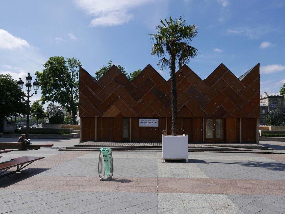 Pavilion in front of Hotel de Ville