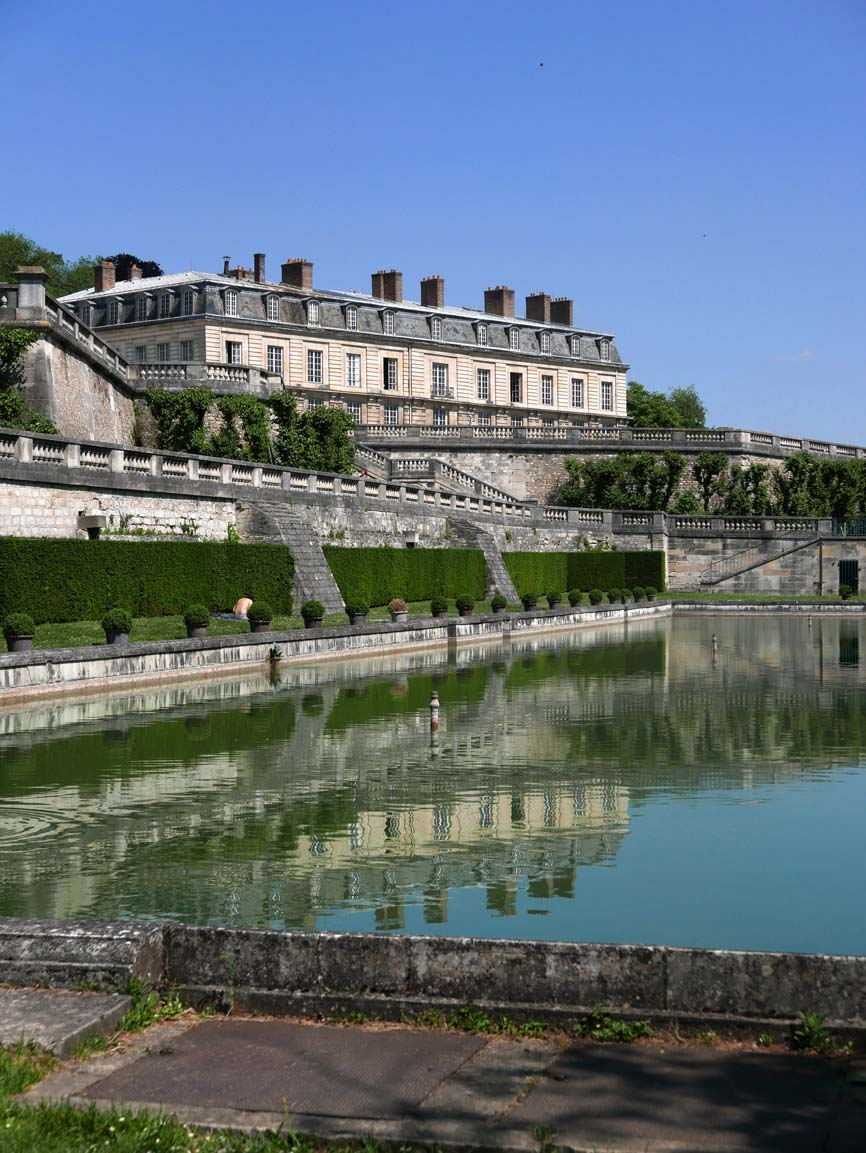 a pool south of the former Chateau