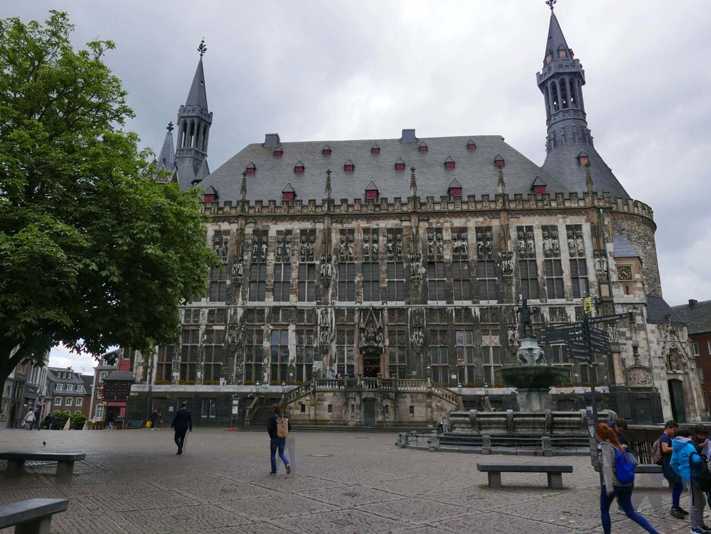 Rathaus (built 1353) and ghosts