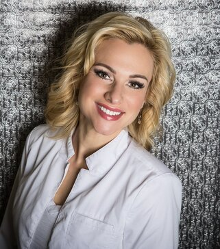 Jill Schierholz – APLE, CLT, LSO Owner & Founder, Skin Savvy - Jill Schierholz has been a Licensed Aesthetician for 18+ years, 10 of which have been medical skincare. Throughout those years she has become a Certified Laser Technician and a Laser Safety Officer.